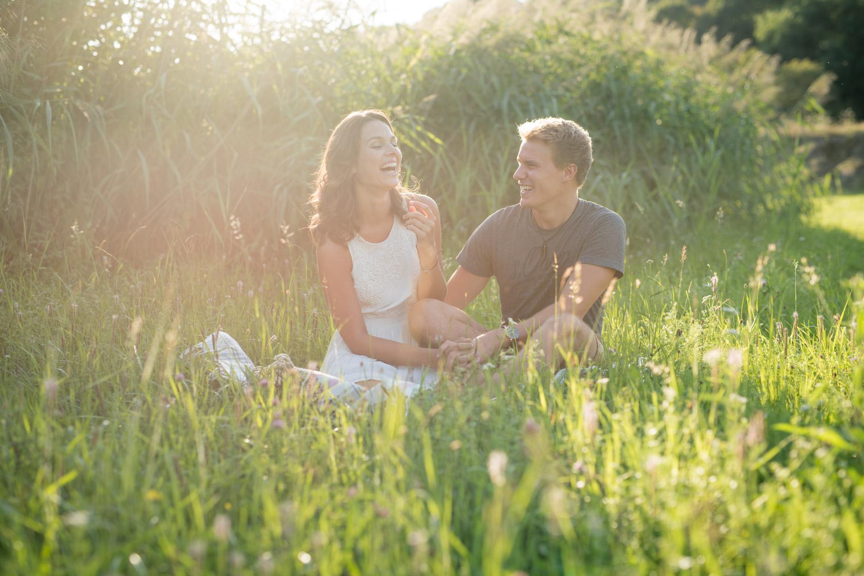 Paarfotos im Schilf mit Lisa und Marvin Fotograf Waiblingen Stut