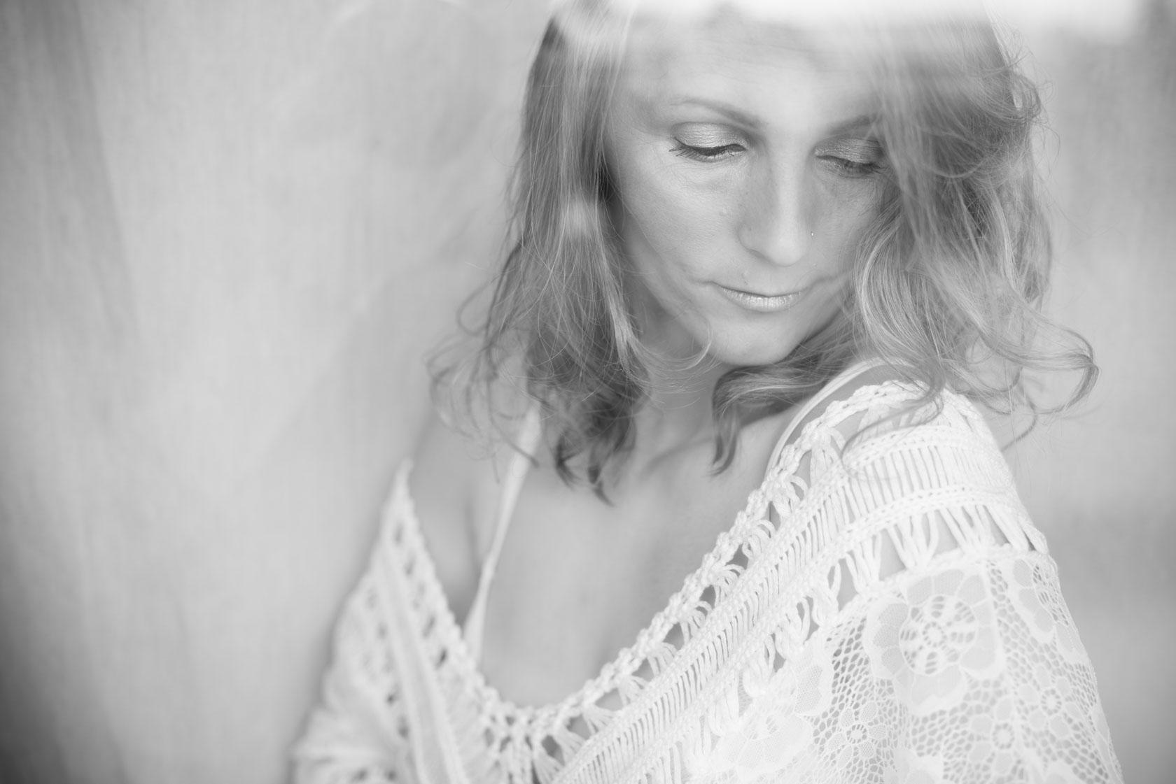 https://www.stefanhill.net/wp-content/uploads/2017/06/Sinnliches-Boudoir-Fotoshooting-mit-Barbara-in-Stuttgart_0011.jpg