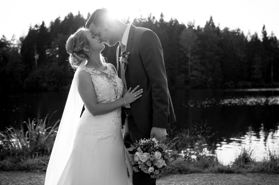Hochzeitsfotograf unterwegs mit Jasmin und Christian am Ebnisee